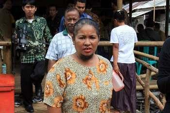 Inilah Agustina Dorman, Wanita Berjenggot & Berkumis Asal Teluk Bintan