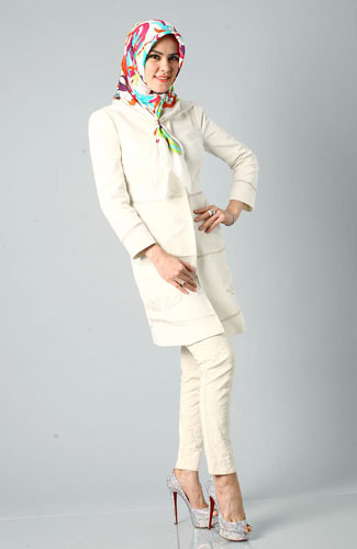 Foto: Gaya Hijab Rusia Ala Angel Lelga  2