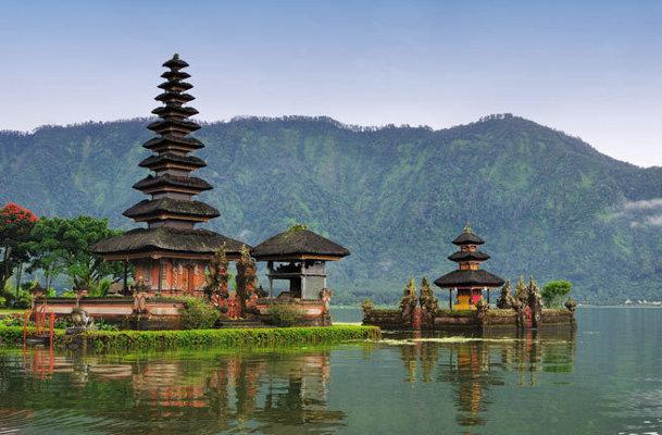 Danau Bratan di Bali & 7 Danau Tercantik di Dunia