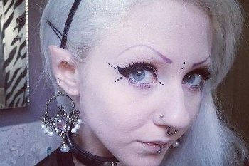 Inilah Melynda Moon, si Cantik Manusia Peri Bertelinga Runcing