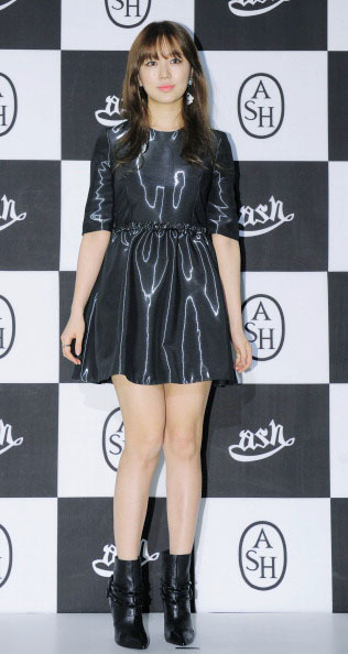 Korean Style Yoon Eun Hye Penyuka Busana Hitam Yang Suka Eksperimen Gaya 4