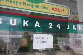 Suasana Hujan Abu di Yogya, Beli Masker pun Harus Antre