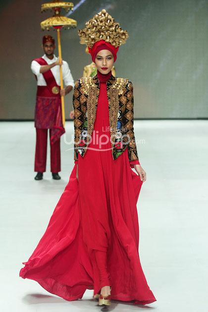 Hijab Style Glamour Dengan Koleksi Terbaru Dian Pelangi Bertema Kerajaan 3