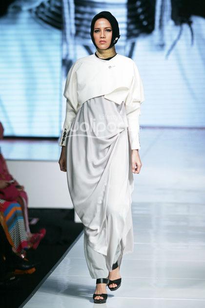 Hijab Style Busana Monokrom Untuk Lebaran Dalam Koleksi Kursein Karzai 3