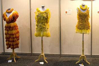 Ketika Gaun Kondom Dipamerkan di Konferensi AIDS Internasional 2014