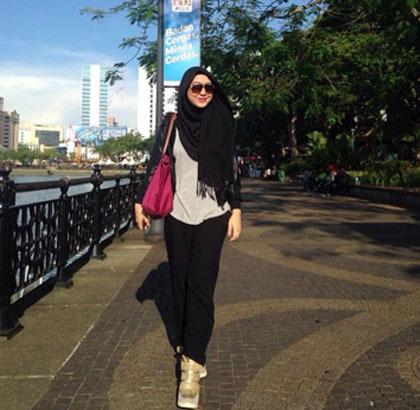 Hijab Style Gaya Simpel Dan Stylish Penyiar Radio Asal Malaysia Dayah Bakar 4