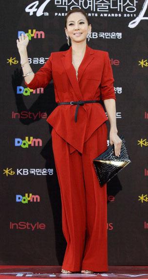 Korean Style Tampil Menawan Dengan Busana Merah Ala Selebriti Korea 11