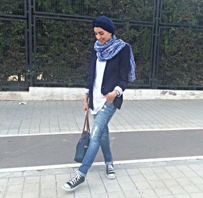 Hijab Style Bergaya Modis Dengan Sneakers Saat Traveling Ala Sara 4