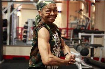 Willie Murphy, Nenek Super yang Ketagihan Angkat Dumbbell di Usia 77 Tahun