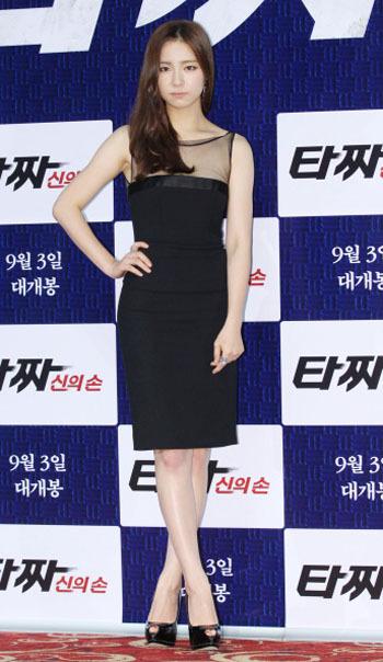 Korean Style Tampil Feminin Ala Shin Se Kyung Dengan Balutan Dress 2