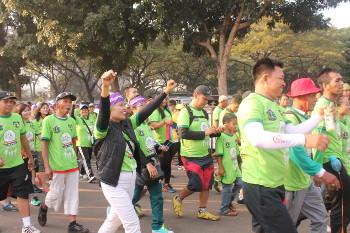 Hangatnya Suasana Hugging Walk, Jalan Sehat untuk Mendukung ODHA