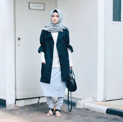 Foto Padu Padan Outerwear Lengan Pendek yang Populer