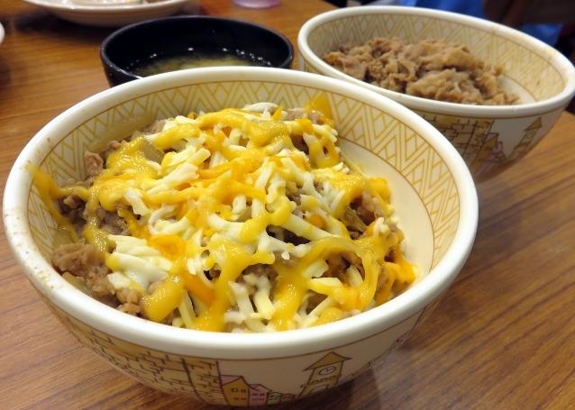 Sukiya: Sedapnya Rice Bowl dengan Topping Irisan Daging dan 3 Jenis Keju