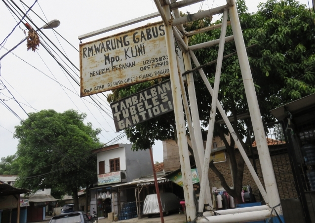 Mpok Kuni berada di Gg. Ismail Kota Tangerang.