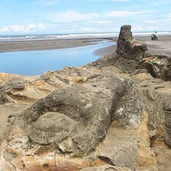 Pantai Air Manis, Padang