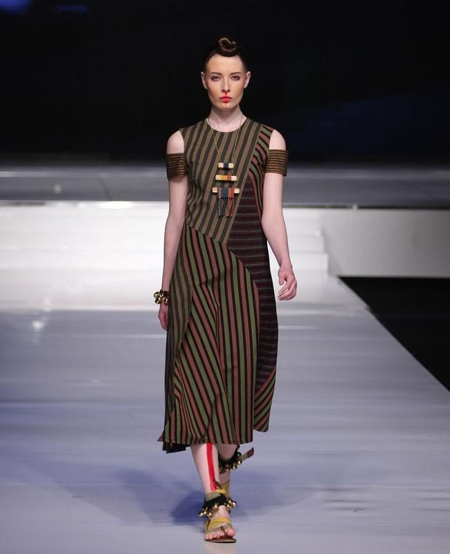 Baju Batik Dian Sastro: 25 Padu Padan Tampil Stylish Dengan Kain Indonesia