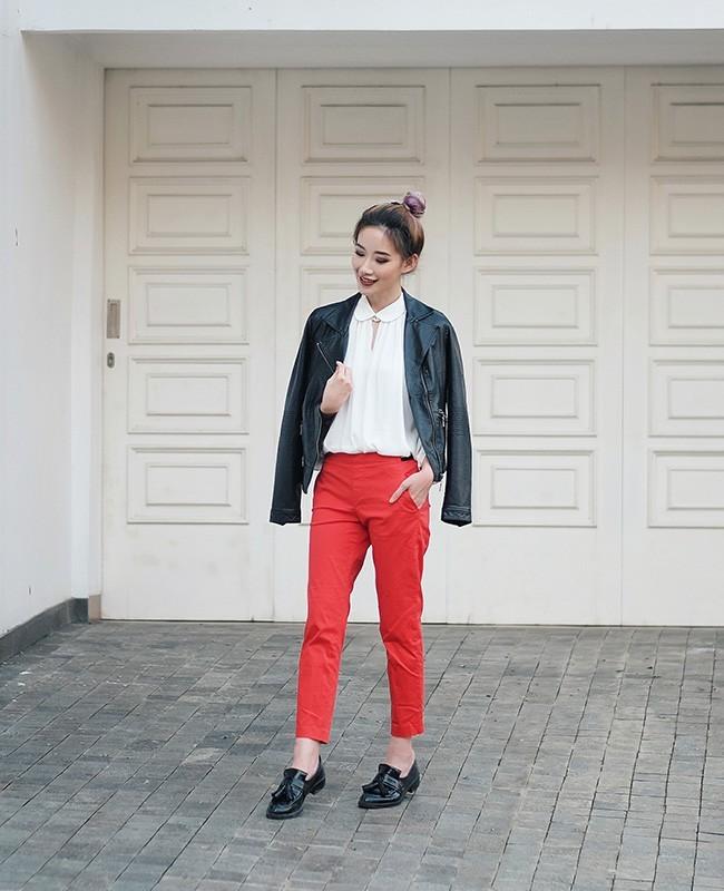 White Shirt Vs Leather Jacket