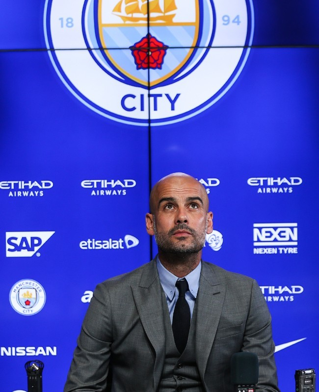 Josep Guardiola Latih Man City