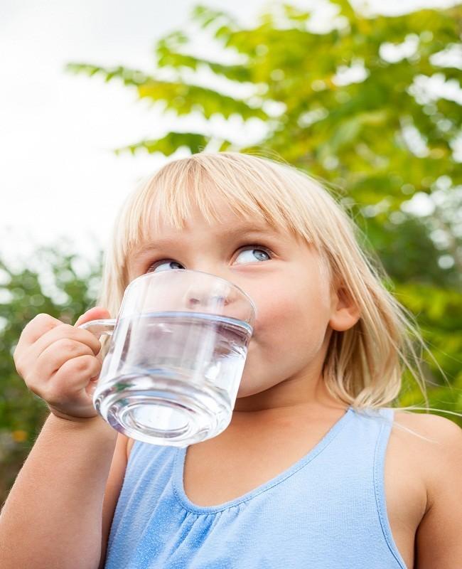 Minum Air Putih Dua Liter Per Hari