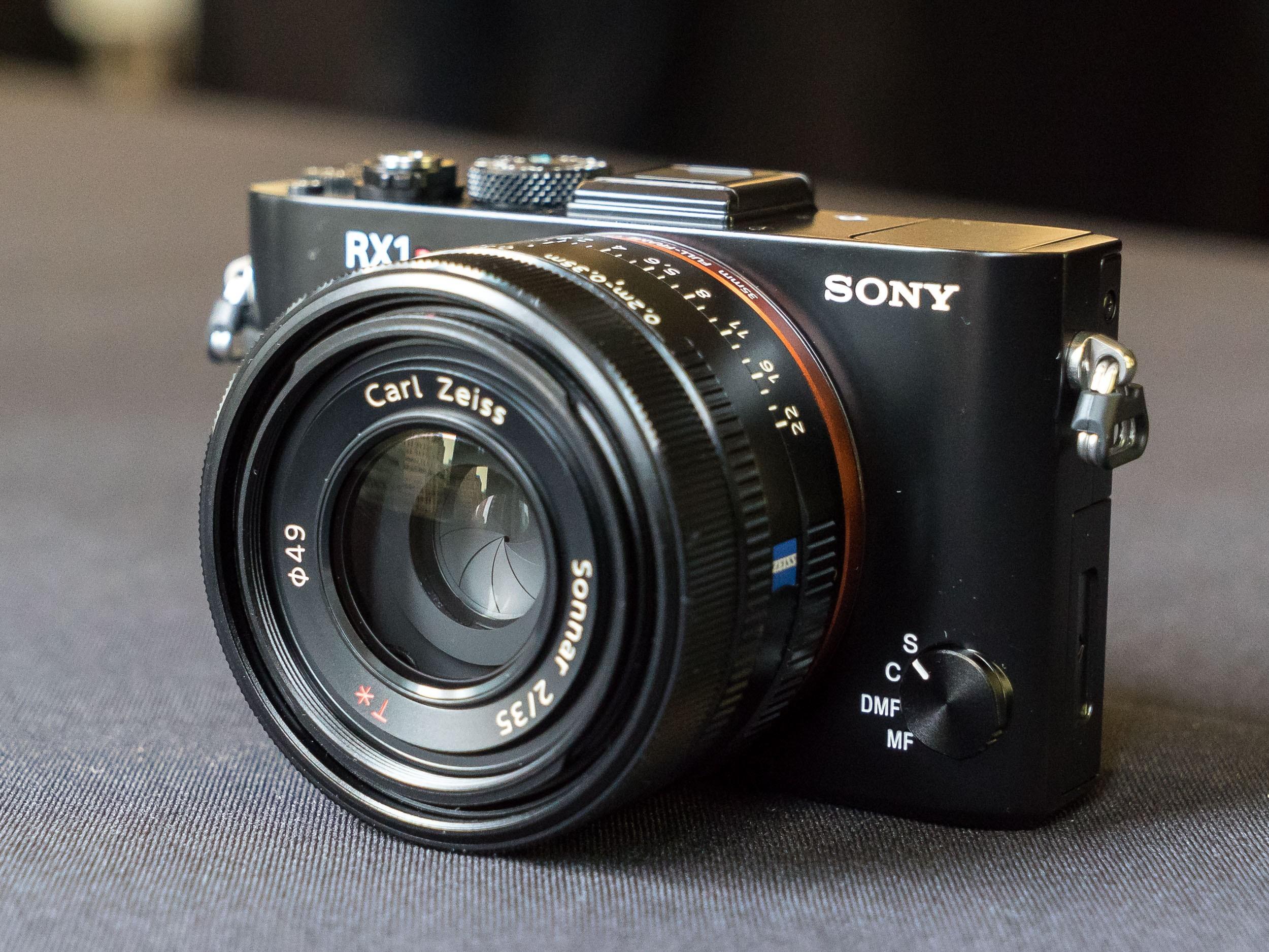 Sony Cyber-shot DSC-RX1R II - Rp 51 juta
