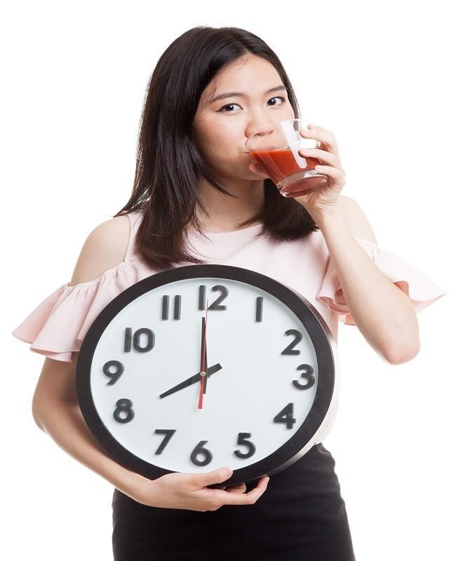 Hindari melewatkan jam makan