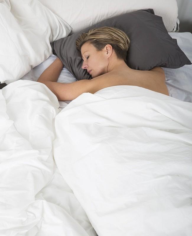 Tidur tanpa busana