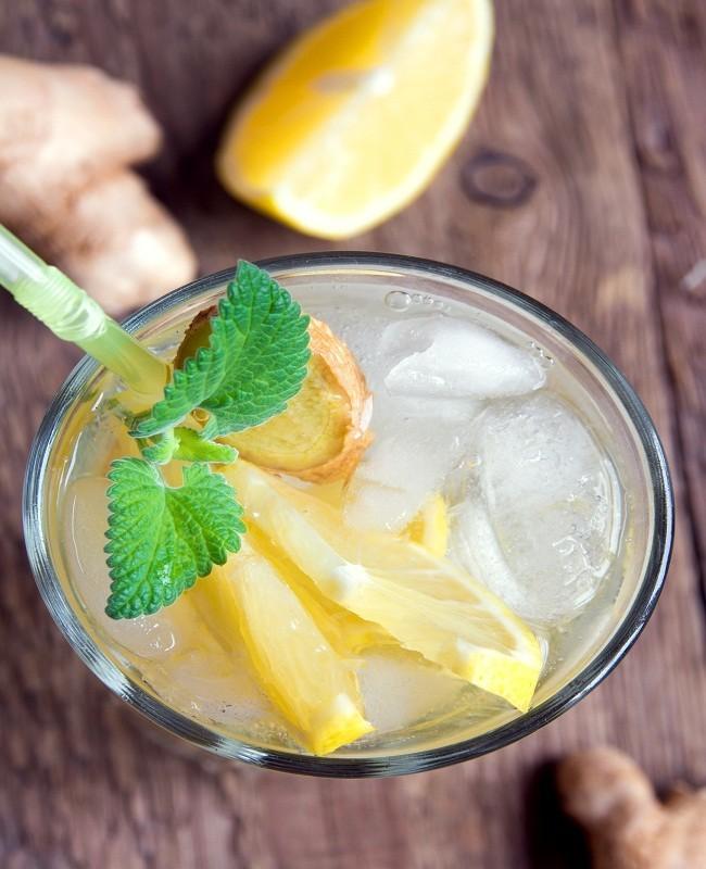 Minum Air Lemon, Madu, dan Daun Mint