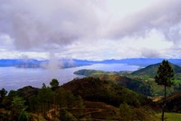 Pulau Samosir nampak begitu elok dari Huta Ginjang