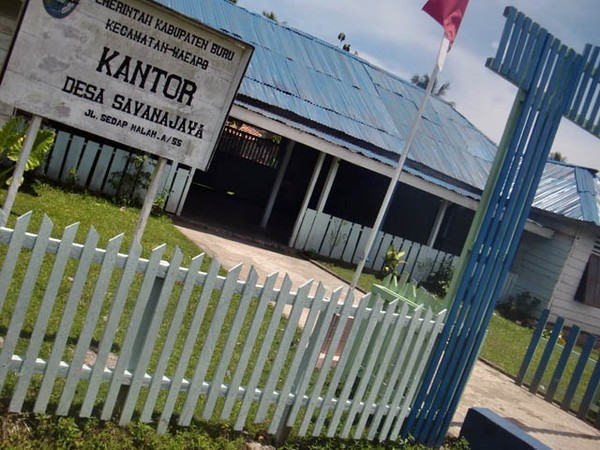Kantor Desa Savanajaya di Pulau Buru.
