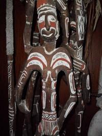 Ukiran wajah & tubuh patung Asmat