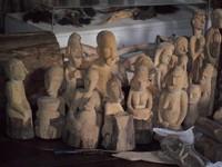Ukirang Patung Kayu di Museum Asmat