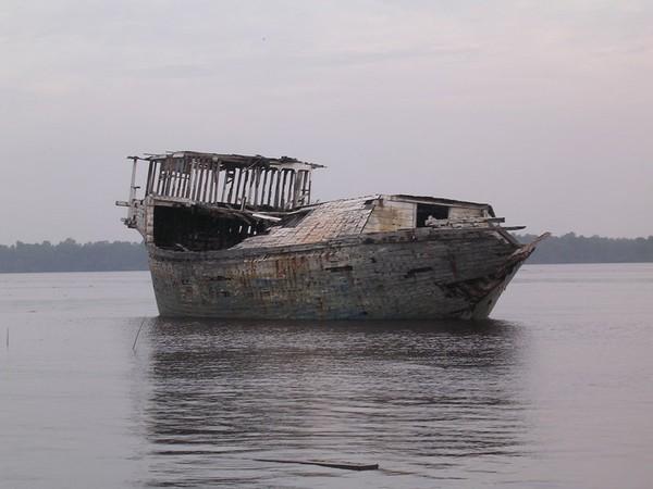 Kondisi kapal karam pada saat saya mengunjungi Jungkat Beach sebelum akhirnya sekarang sudah tidak bersisa