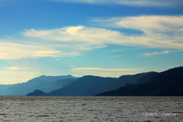 Hampir Senja di Danau Toba