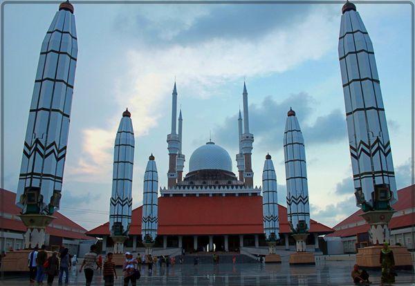 Payung raksasa seperti di Masjid Nabawi (bijakhati.wordpress.com)