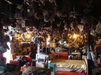 Suasana dalam Mall Rongsok (Foto: Putri)