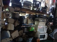 Alat elektronik di Mall Rongsok (Foto: Putri)