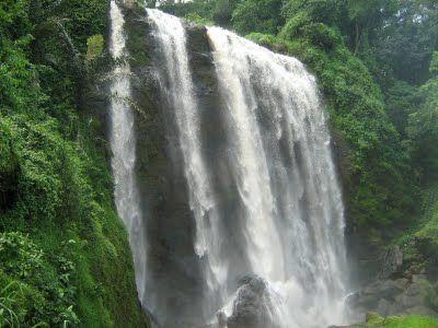 Derasnya air di Curug Sewu. (Dok. diancurugsewu.blogspot.com)