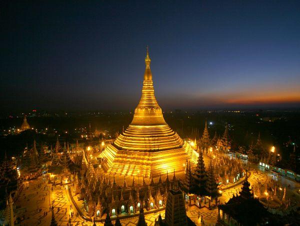 Shwedagon Pagoda (shwedarling.com)