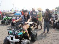 Mencoba ATV di Pantai Depok