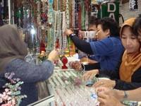 Suasana salah toko yang menjual batu intan permata di Martapura (Sumber: sdnjawa2mtp.blogspot.com)
