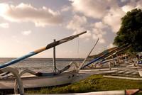 Jukung yang bersandar rapih di pinggir Pantai Amed