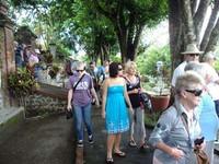 Turis yang datang ke Taman Narmada (dok. Abdul Aziz/dtraveller)
