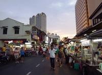 Pusat jajan populer di Lorong Baru (New Lane Street)