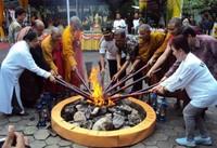 Pengambilan api suci (bisnis-jateng.com)