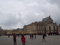 Turis antre panjang di gerbang emas Versailles (Foto: Fitraya/detikTravel)