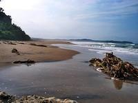 Deburan ombak di Pantai Sawarna