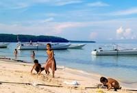 Anak-anak di Pantai Boneoge