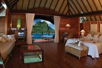 Pemandangan dari dalam resor Bora-bora (gotahiti.com)
