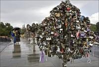 Gembok cinta di Rusia (lovelock-itz.blogspot.com)