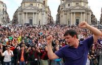 Menari bersama Matt di Italia (wherethehellismatt.com)